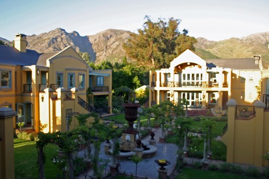 Franschhoek Country House & Villas: Evening view from the balcony