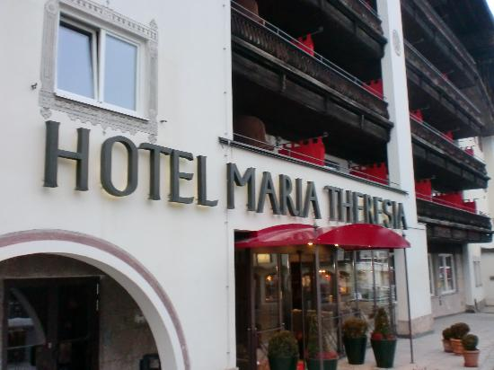 Q! Hotel Maria Theresia: Central location