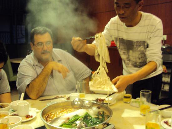 Little Sheep Hot Pot Huo Guo DongCheng West Road : Compartiendo y cocinando al mismo tiempo