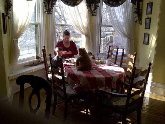 Rothesay House Heritage Inn Bed & Breakfast: Breakfast with Fuzzy