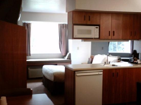 Alliance Inn and Suites: Queen Suite Kitchenette