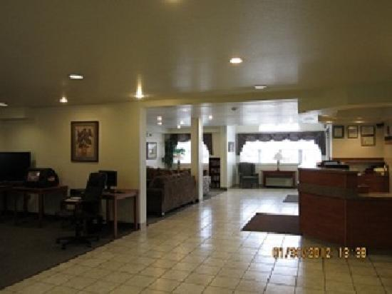 Alliance Inn and Suites: Guest Lobby and Business Center