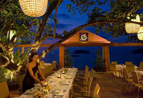 The Boathouse Wine & Grill: Outdoor Dining Table