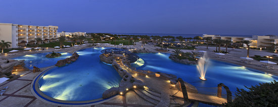SENTIDO Palm Royale Soma Bay: Pool Night