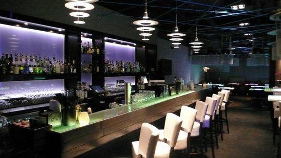 Izkaya Asian Touch Table Restaurant : Izkaya Restaurant Rotterdam cocktail bar