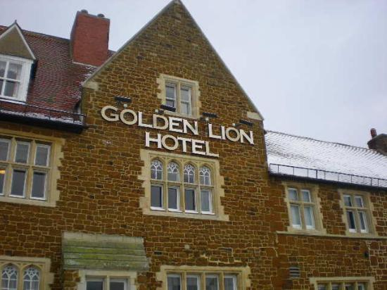 The Golden Lion Hotel : Woke up to a white world this morning