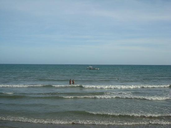 Villa Leonora Beach Resort: View of the water