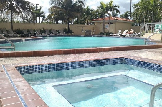 Holiday Inn Miami West - Hialeah Gardens: Nice pool