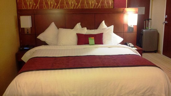 Courtyard by Marriott San Diego Oceanside: Comfortable bed!