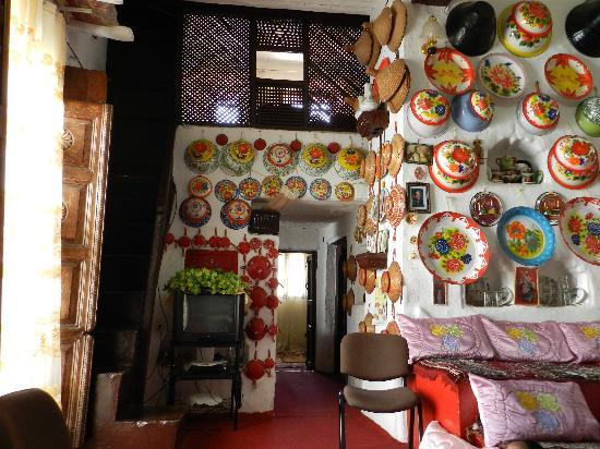 Harar, Etiopia: View of the upstairs room and interior