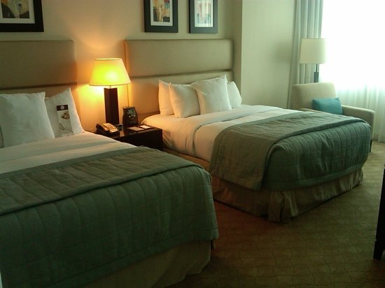 GALLERYone - A DoubleTree Suites by Hilton Hotel: Double queen size beds.