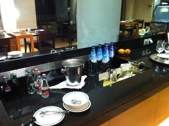 Club lounge around 21.45