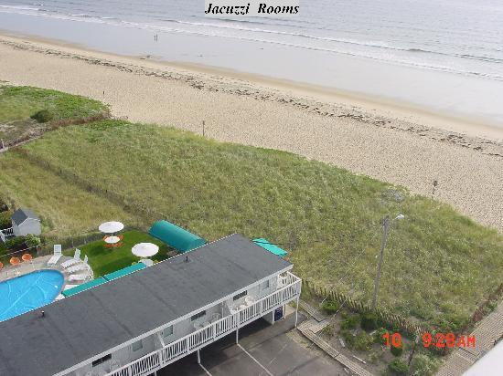 سي كليف هاوس موتل: Our Beach