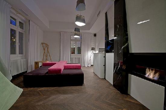 Platinum Palace Residence: Reception