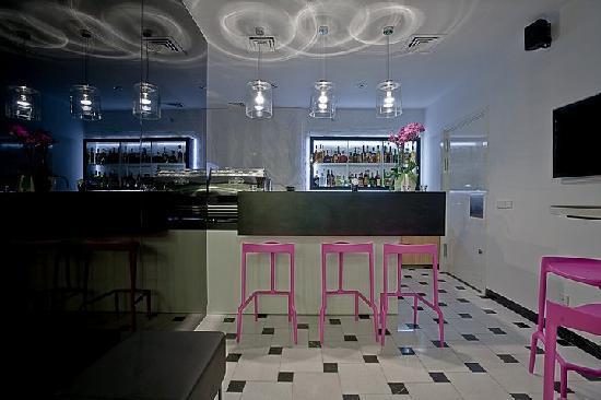Platinum Palace Residence: Purple Bar
