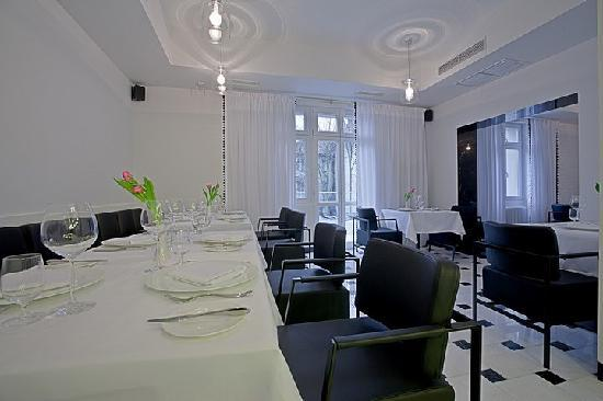 Platinum Palace Residence: Restaurant Platinum