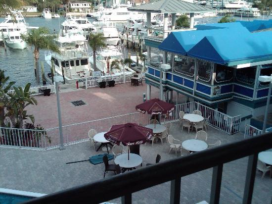 Pirate's Cove Resort and Marina: Pool and Bar area from the balcony