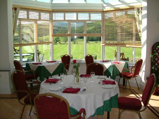 Plas Dolguog Hotel: Cu Og's Restaurant - panoramic views