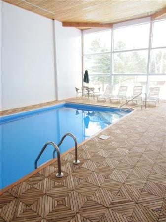 The Mountain Road Resort: Newly renovated indoor pool