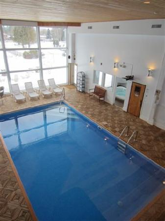 The Mountain Road Resort: indoor pool
