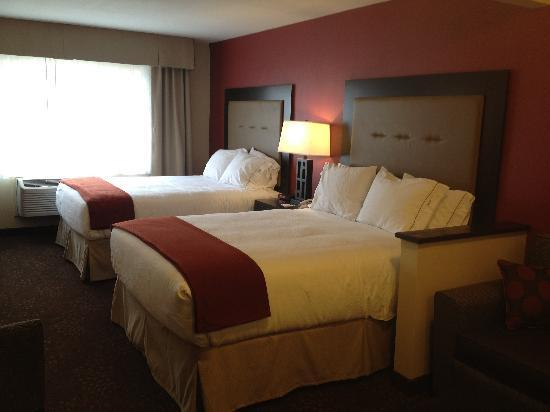 Holiday Inn Express & Suites Phoenix Tempe University: 2 Queen