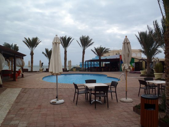 Les Acacias Hotel Djibouti: The pool area is a great place to relax, even if your not up for a swim.