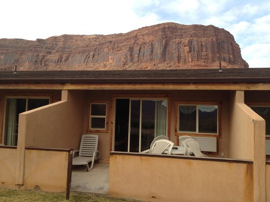Red Cliffs Lodge: Riverview room.