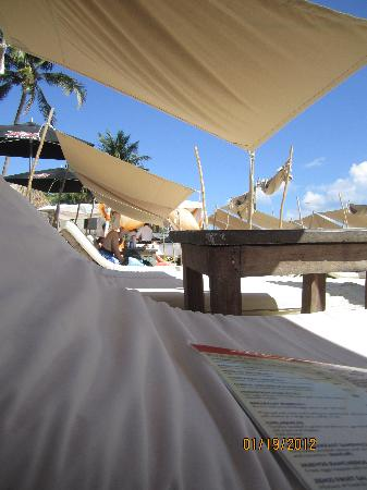 Zenzi Beach Bar & Restaurant: Loungers