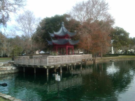Lake Eola Park: Lake Eola Japanese Pagoda.