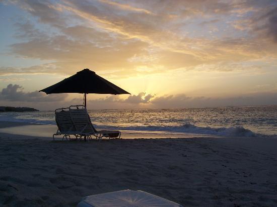 Shoal Bay: sunset on the beach