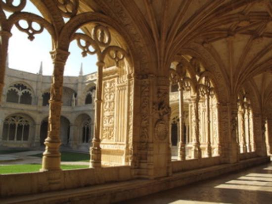 Lisbon Stories: Cloister at Mosteiro dos Jerónimos.