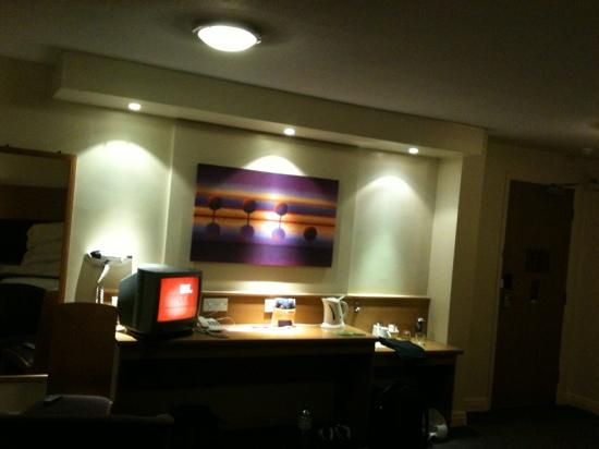 Premier Inn Taunton Ruishton (M5, J25) Hotel: View of the TV - very nice