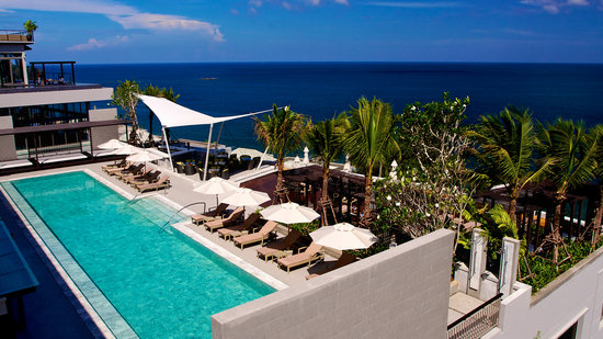 Cape Sienna Hotel & Villas: Poolside