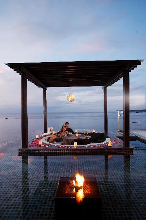 Cape Sienna Hotel & Villas: PLUM Restaurant Dining Sala