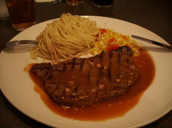 Amigo : Medium rare steak with spaghetti and sweetcorn with peppercorn sauce