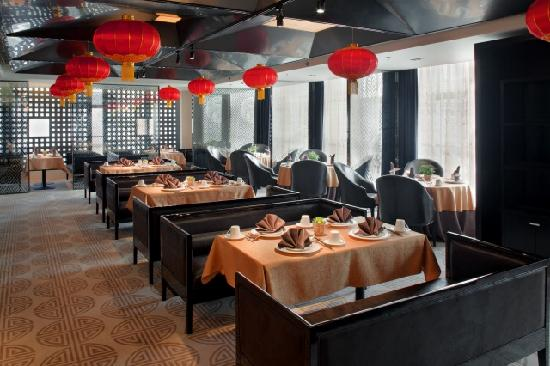 Holiday Inn Beijing Focus Square: the Chopsticks Chinese Restaurant offering a great selection of Cantonese and Beijing dishes in