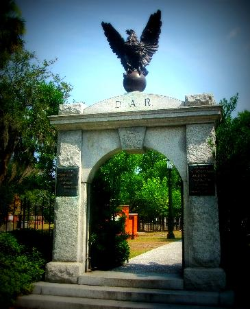 Colonial Park Cemetery: Gate