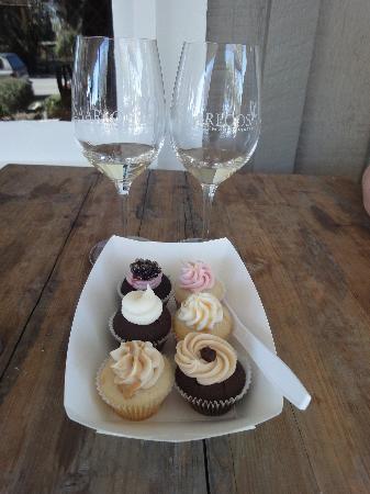 SAARLOOSons : Feb 2012 Cupcakes