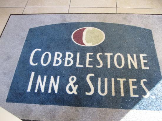 Cobblestone Inn and Suites Brillion: Front Lobby