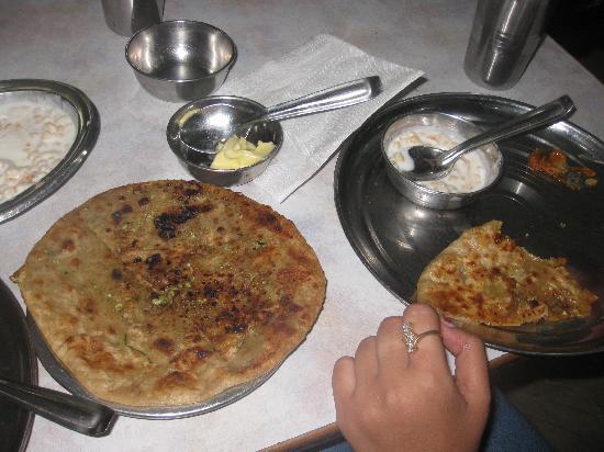 Shiva Vegetarian Restaurant: Yummy Paranthas...!!!
