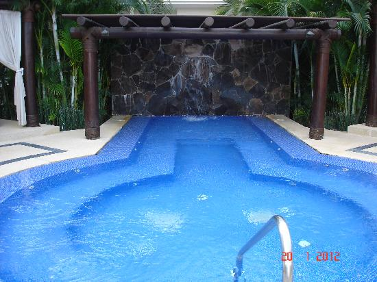 Marival Residences Luxury Resort: Hot tub at the Residences
