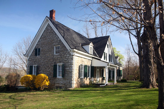 The Stone House Bed and Breakfast: Spring view