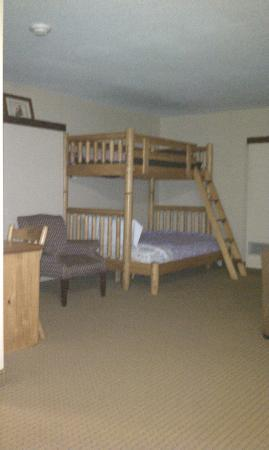 Holiday Inn Express South: Upper bedroom bunks