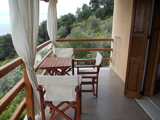 Skiathos Garden Cottages: Pop Cottage balcony