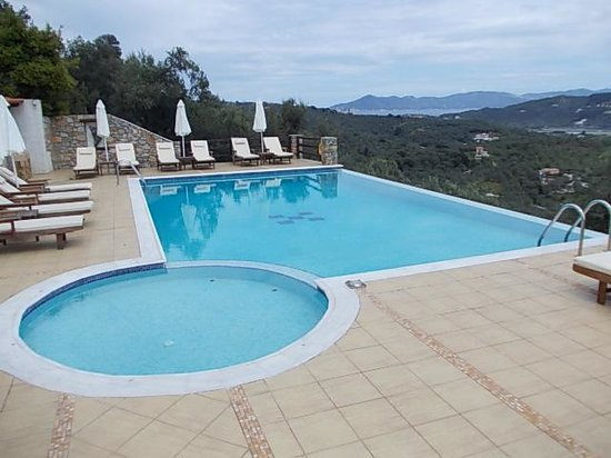Skiathos Garden Cottages: Sheer edge swimming pool