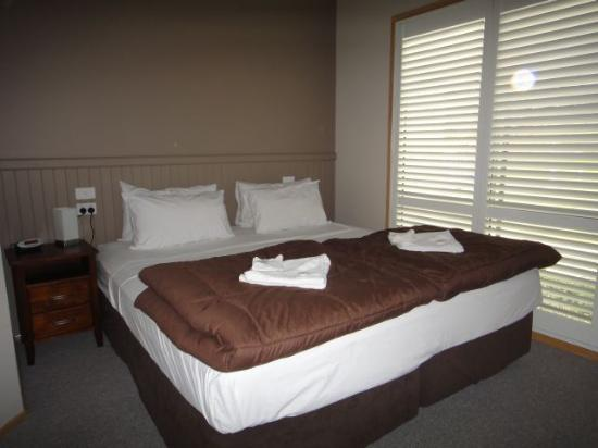 Sydney Gateway Resort and Holiday Park: waratah main bedroom