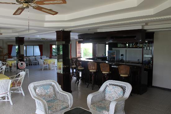 Pen Villa Hotel: Restaurant og bar