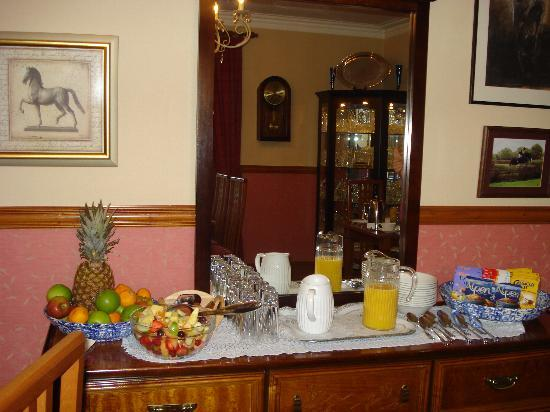 Dionard Guest House: Although there is an option of a fresh fruit platter for breakfast there is still a large bowl o