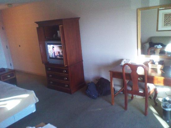 GuestHouse International Inn & Suites Wichita: spacious room