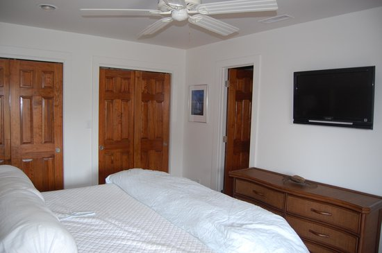 TOPS'L Beach & Racquet Resort - Tides: Master Bedroom